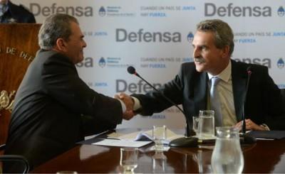 La SRT y el Ministerio de Defensa firman convenio para mejorar condiciones laborales