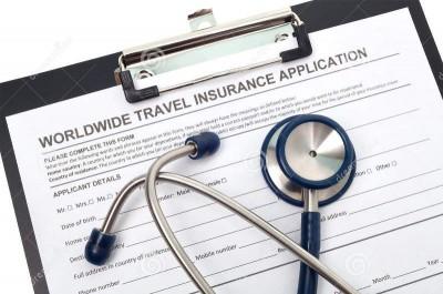 Recomiendan contratar un seguro médico antes de viajar